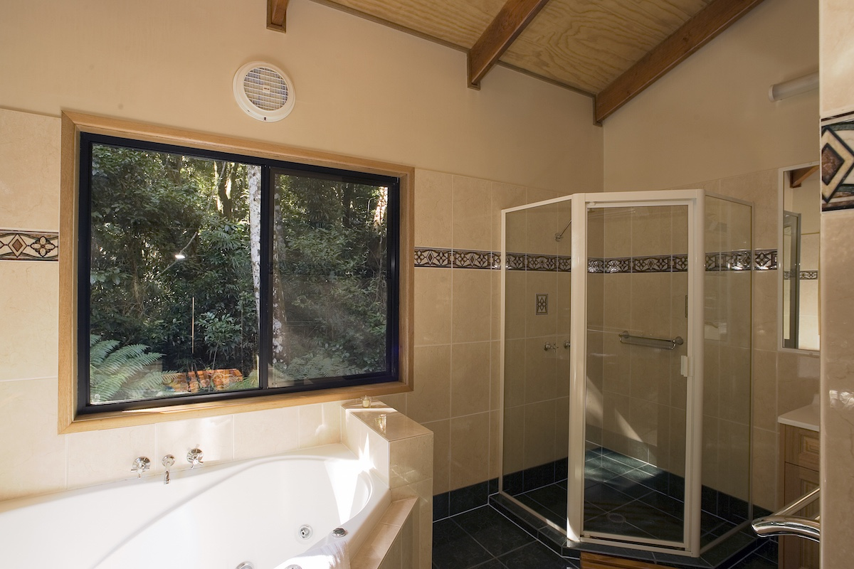 Rosella cabin bathroom