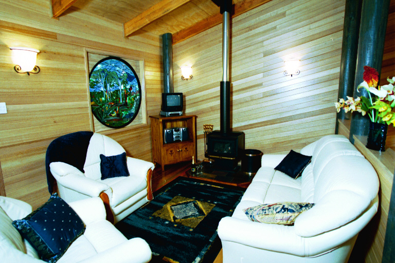 Pitta cabin lounge